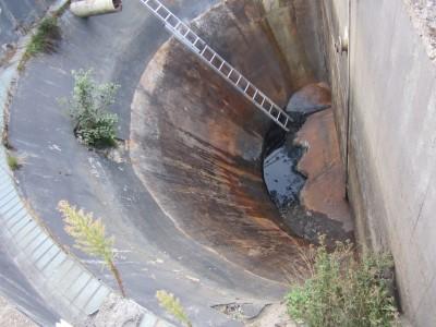 Kläranlagenbecken vor der Sanierung leer